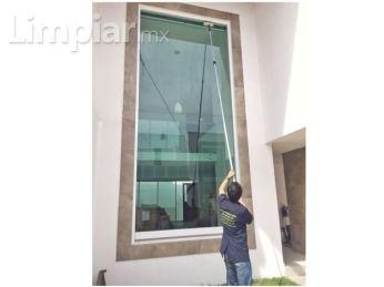 limpieza-de-cristales-en-alturas-o-dificil-acceso_ci3